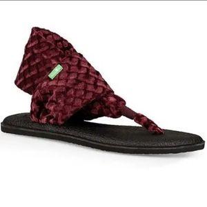 NEW Velvet Sanuk Yoga Sandals